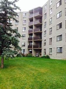2 Bedroom Suites Available in Lindsay