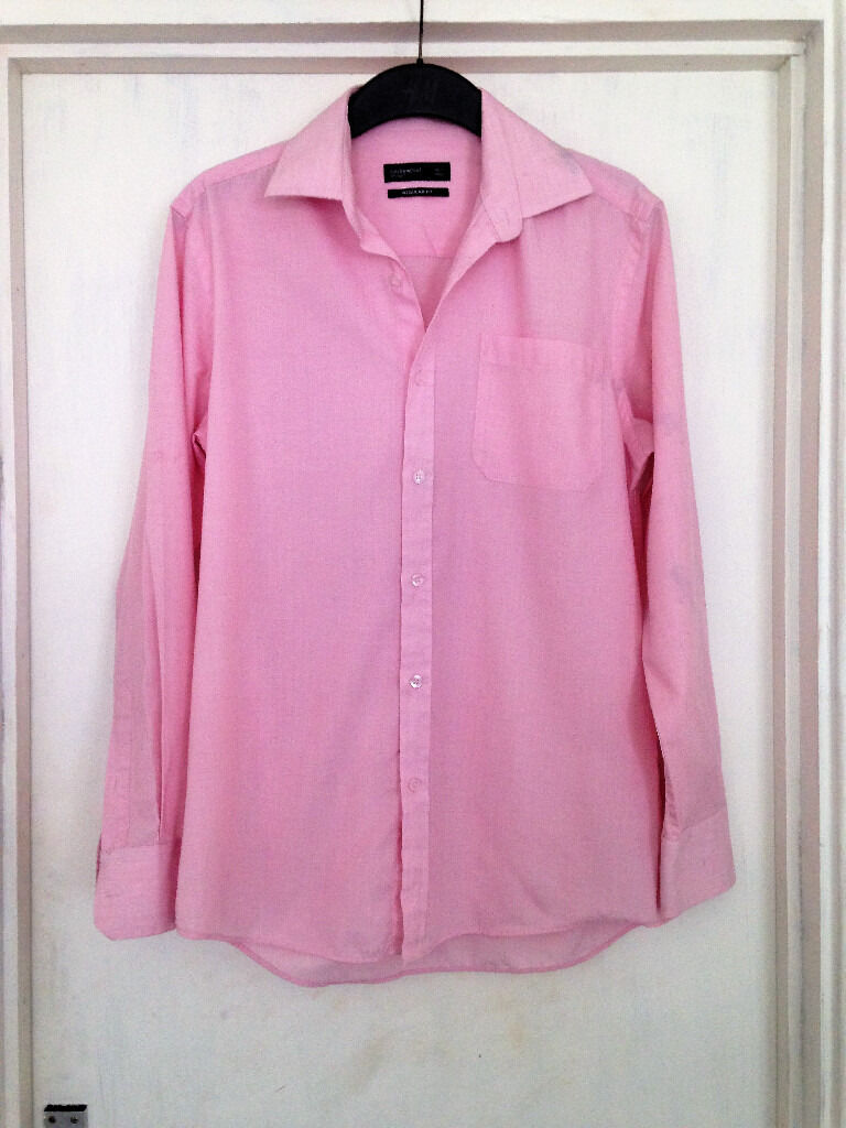 "ONLY BEEN WORN ONCEMens 15"" neck pink long sleeve collared shirt from Cedarwoodin Sutton Coldfield, West MidlandsGumtree - ONLY BEEN WORN ONCE Mens 15"" neck light pink shirt from Cedarwood. Long sleeve. Collared. Button fastenings. 65% polyester, 35% cotton. In excellent condition!!!! PLEASE CHECK OUT OTHER ITEMS IM SELLING"