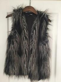 Fur body warmer UK8