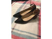 Boohoo black heeled shoes size 6