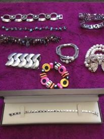Jewellery including 9c bracelet
