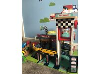 Great little trading wooden garage with cars £40