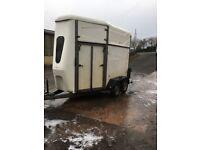 Indespension monarch horse trailer