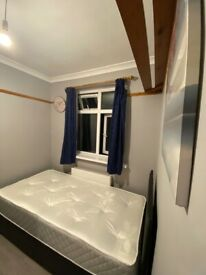 A single room to let in Charlton !