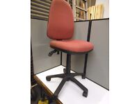 COMPUTER / OFFICE CHAIR.