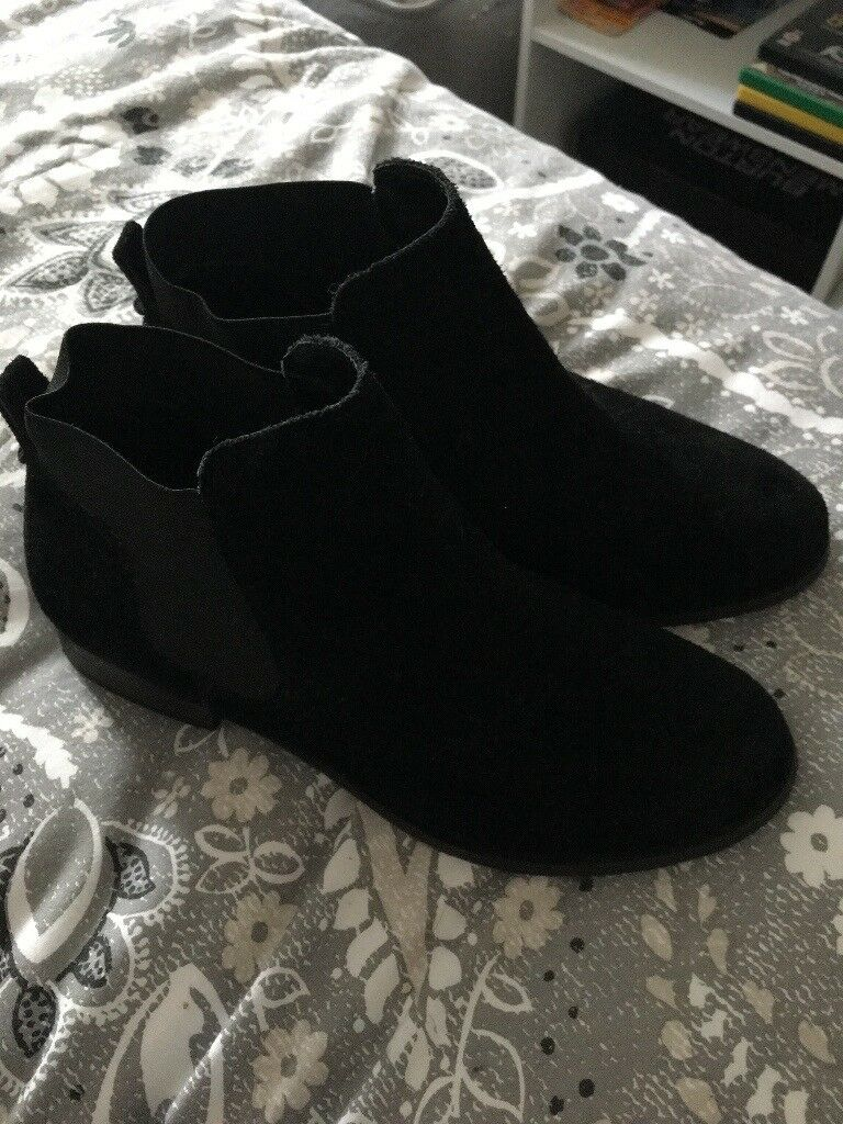 Black ladies boots size 4(37)