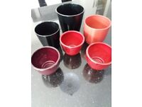 Indoor planters x2 black and x4 red