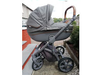 Luxurious multi-functional pram (0 to 3+ years) – a quality buggy in perfect condition.