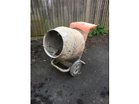 Belle minimix 240v electric cement concrete mixer and stand drum used but working