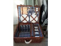 Quality Picnic Hamper in Wicker Basket - 4 place settings
