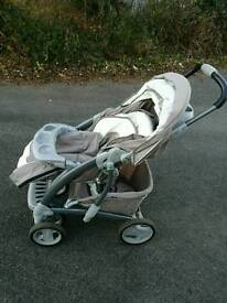 Gracco Pram with car seat and two car base