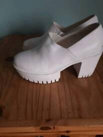 Women shoes size 4