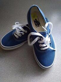 New Vans boy shoes size 1 1/2 (34)