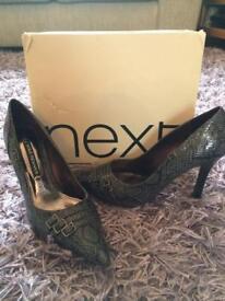 Next grey print court shoe size 5