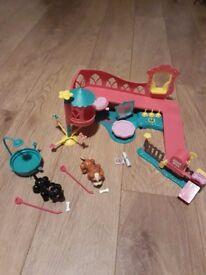 Pet Parade Play World and Train and Treat Kit