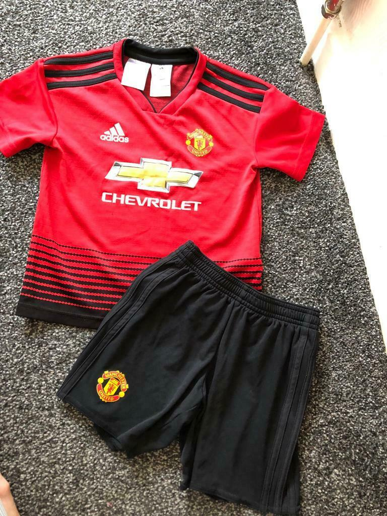 hot sale online eac42 5eeda Manchester United football kit age 5-6 years | in Bradford, West Yorkshire  | Gumtree