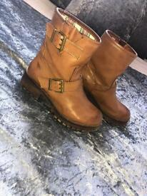 NEW Rocketdog Tan Boots Size 4