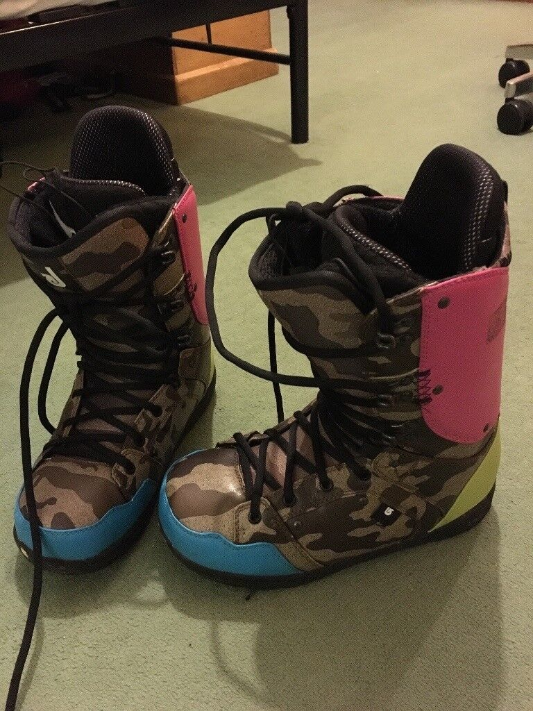 Ladies snowboard boots, UK size 7 New condition