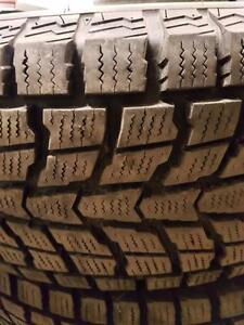 4 pneus d'hiver, Dunlop, Grandtrek SJ6, 245/75/16, 5% d'usure, mesure 12-12-12-11/32.