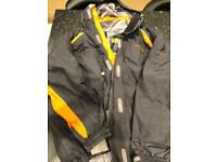 Men's ski/snowboard jacket with audio capability