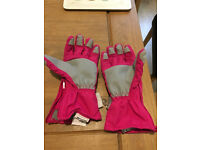 Trespass pink Ski or snow board or winter gloves age 8-10