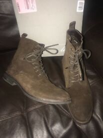Men's size 9 brown Boots