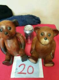 Pair off wooden bears