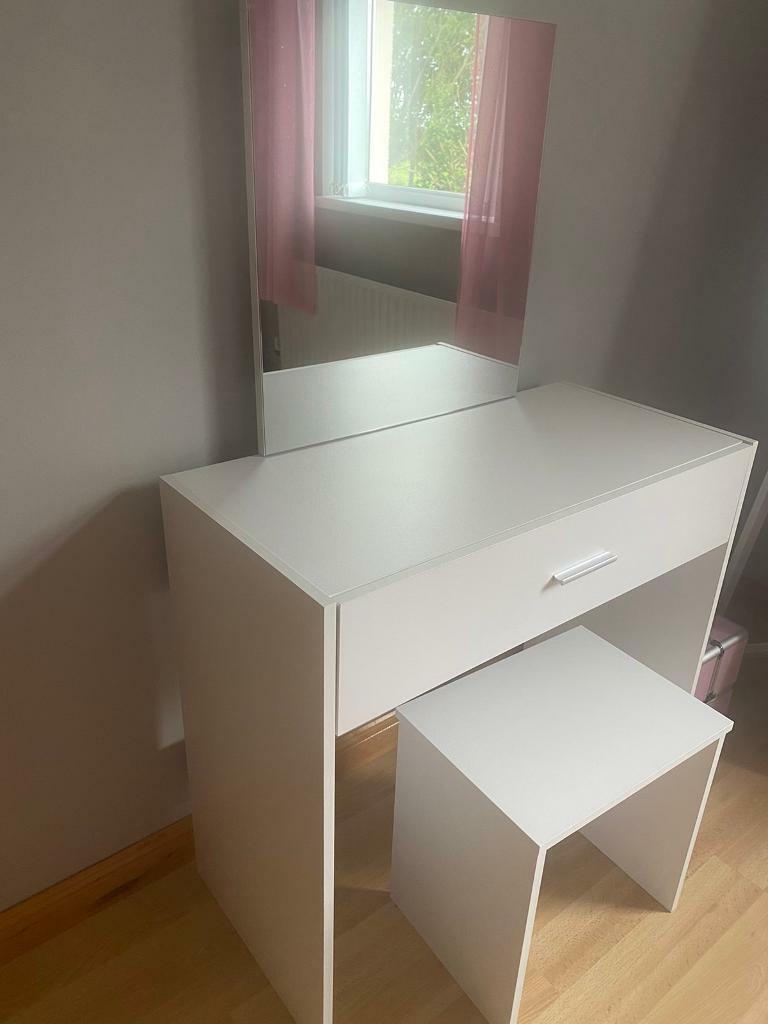 Mirrored Vanity Table And Stool: White Dressing Table With Mirror And Stool
