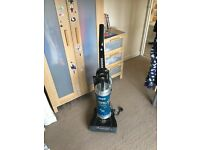Bagless upright hoover