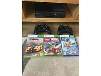 Xbox 360 slim two controllers Kinect and games