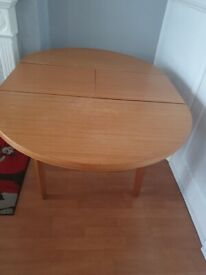 FOR SALE OAK ROUNDED DINING TABLE SEAT FOR 4/6 PEOPLE