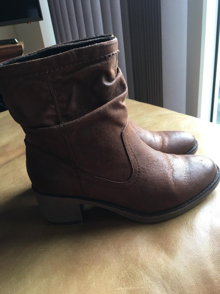 Dorothy Perkins tanned boots size 4