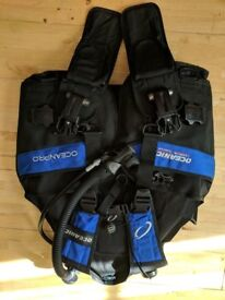 ABLJ - Oceanic OceanPro with Quick Release Weight Pouches.