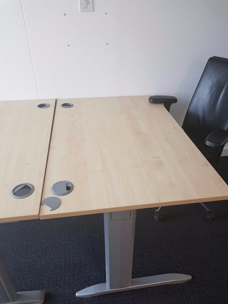 DESKS FOR SALES QUICK SALES REQUIRED £20 EACH