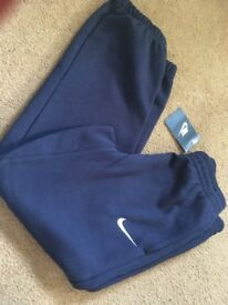 Navy age 7/8 Nike jogging trousers