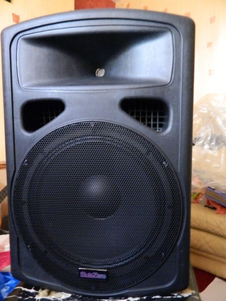 A Pair Of Professional Pa Speakers With 15 Inch Bass And 1 Subwoofer Titanium Tweeters