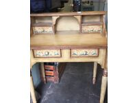 Vintage writing desk, very pretty, shabby chic and in very good condition.