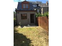 4 BEDROOM HOUSE 5 MINUTES FROM ABERDEEN UNIVERSITY WITH 2 CAR PARKING SPACE AND A GARDEN