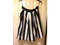 cool monochrone skirt