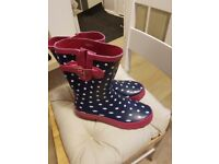 Ladies size 7 wellies