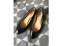 Vince Camuto Black Leather Flats 7 Patent NEW