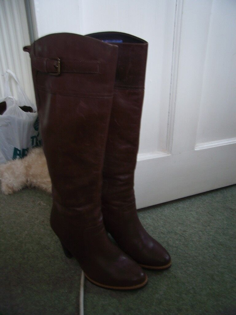 ladies leather boots;size 5
