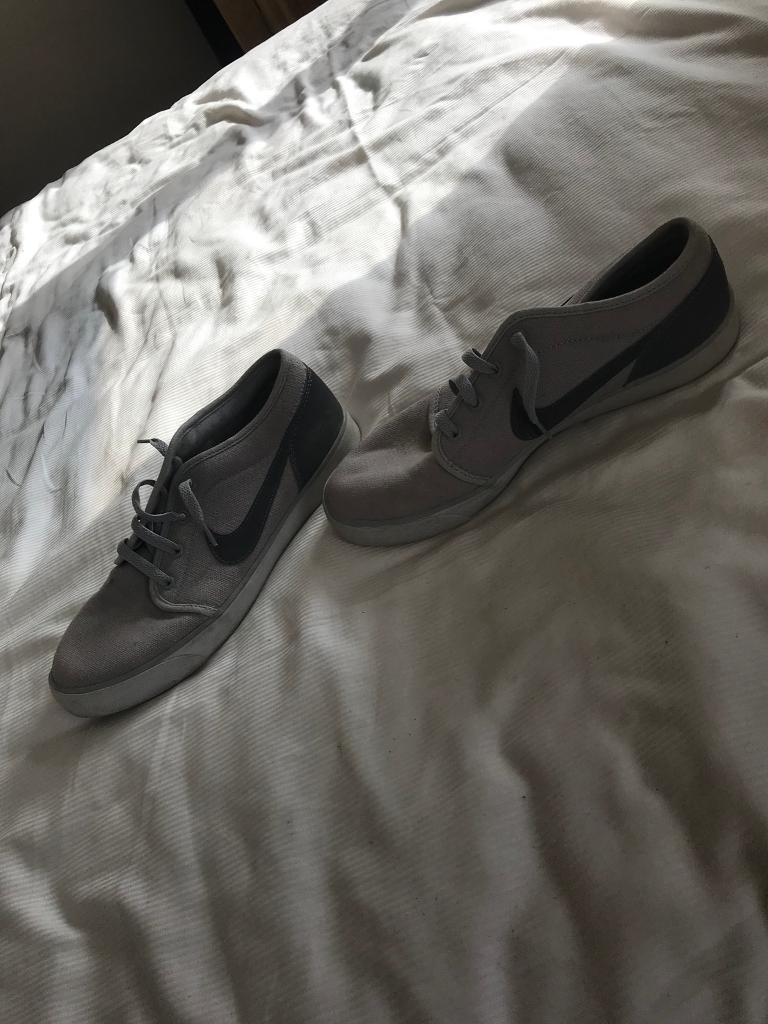 Nike flats (grey)