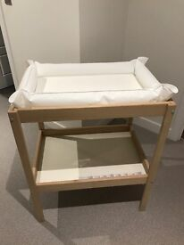 Baby changing table with changing mat and 2 covers
