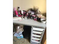 Nail Table without items on