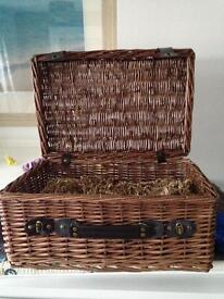 Hamper with packaging/filling