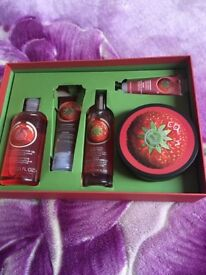 Strawberry body shop set