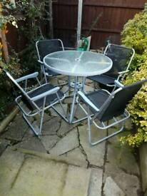 GARDEN TABLE AND 4X FOLDING ARM CHAIRS