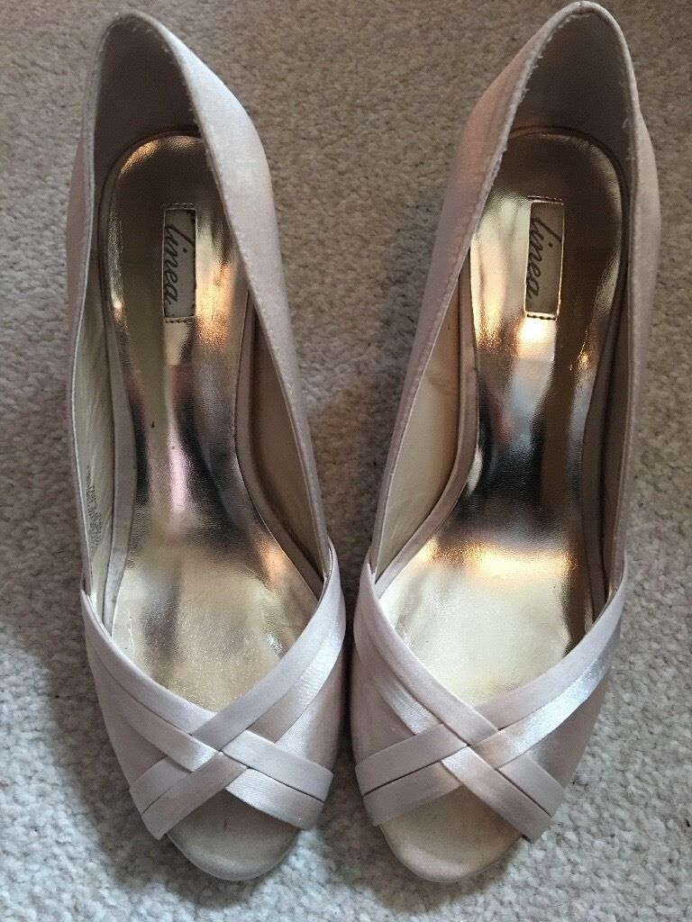 Mid heel ivory shoes