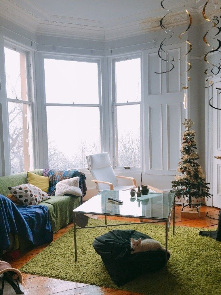 GREEN CHRISTMAS TREE 1.4M COMES WITH DECORATIONS! GOOD SIZE FOR ...